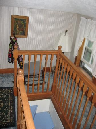Cranberry Gardens Inn: stair