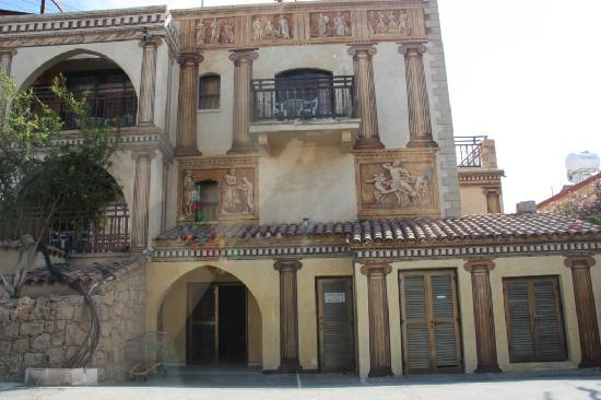 Roman II Boutique Hotel: Hotel Exterior