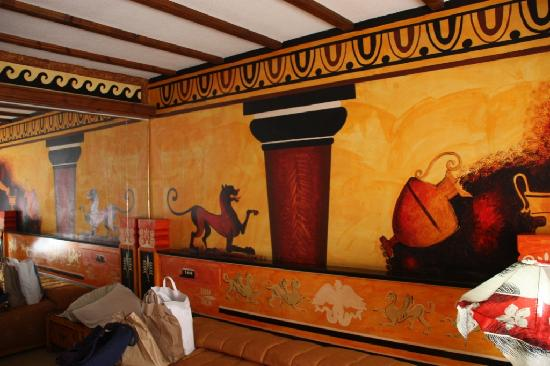 Roman II Boutique Hotel: Bedroom Decor!!