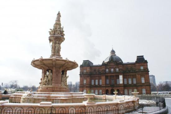 People's Palace and Winter Gardens: The people's palace museam in Glasgow and the Doulton fountain. The fountain has four sets of st