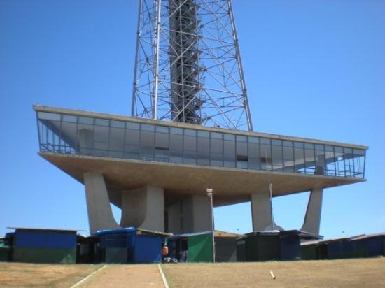 Torre de Televisão: la torre della tv costruita nel 1965