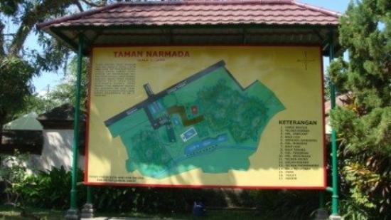 Pura Agung Narmada: taman narmada, tempat peristirahatannya Raja Anak Agung Gede Karang Asem