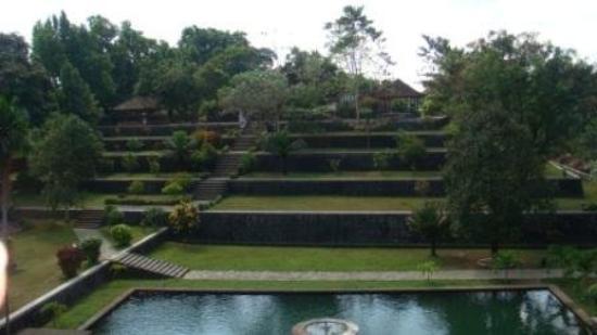 มาตาราม, อินโดนีเซีย: kolam : t4 pemandian permaisuri  bangunan bertingkat : replika gunung rinjani, di puncaknya ad