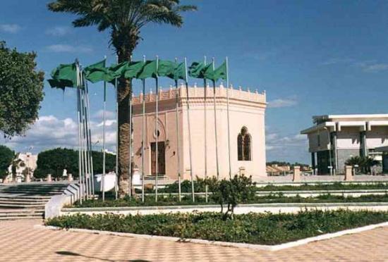 Benghazi, ลิเบีย: ضريح عمر المختار