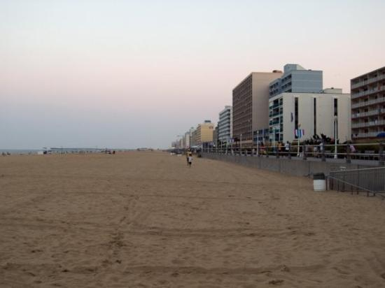 Virginia Beach Boardwalk: Fab views and huge beach