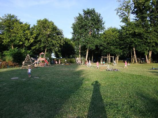 Camping Sandaya Le Chateau des Marais : Playground