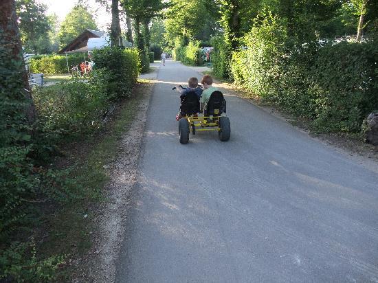 Camping Sandaya Le Chateau des Marais : Bring back your childhood - pedal cars for hire