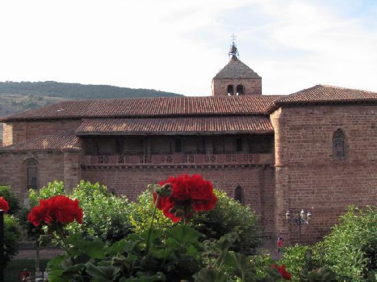 Ezcaray, Spain: Vue de l'église, face à la chambre.