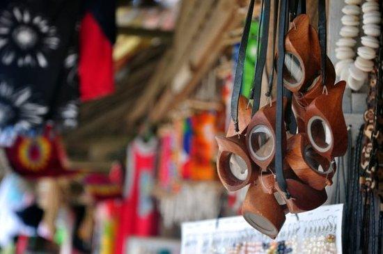 Boracay, Filipinas: Gafas para ver bajo el agua... hechas de madera!