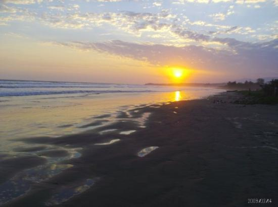 San Miguel, El Salvador: Sunset at El Cuco Beach