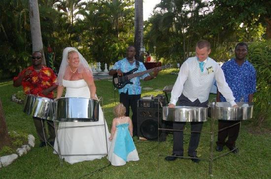 Royal Decameron Club Caribbean: steel drums!
