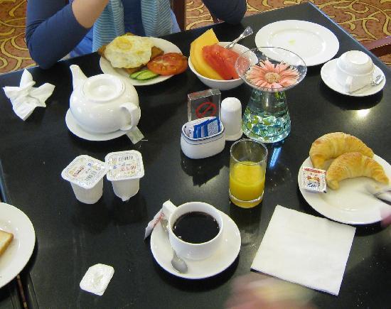 นิวฮาร์เบอร์ เซอร์วิส อพาร์ทเมนท์: breakfast (there is more variation but this is just what we took)