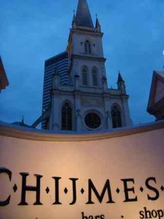 ไชมส์: I love this place. Actually, Chijmes is a beautiful cathedral, a national heritage. But it's jus