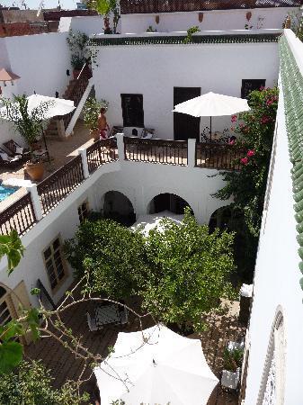 Riad Clémentine: courtyard