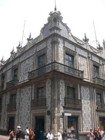 La casa de los azulejos siglo xviii al oeste del z calo for Casa de los azulejos historia