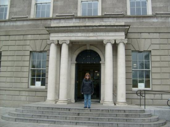 Dublin City Gallery The Hugh Lane: In front of the Hugh Lane Gallery