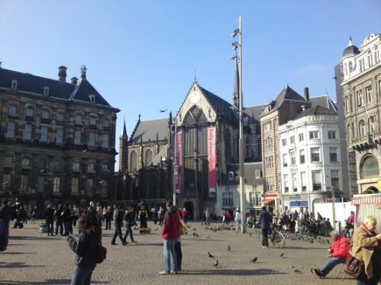 The mask foto di dam square amsterdam tripadvisor for Hotel vicino piazza dam amsterdam