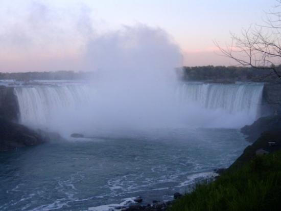 Niagara Falls, Canada: Niagara Fall  CANADA Middle of the Mist