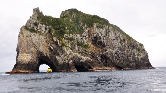 """เปเฮีย, นิวซีแลนด์: """"Hole in the Rock"""""""