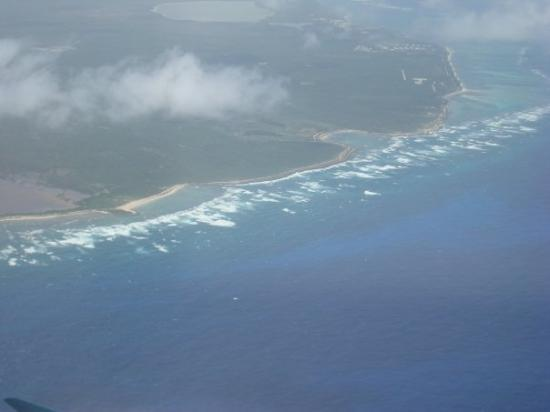 Punta Cana, Dominican Republic: D.R. coastline leaving the island