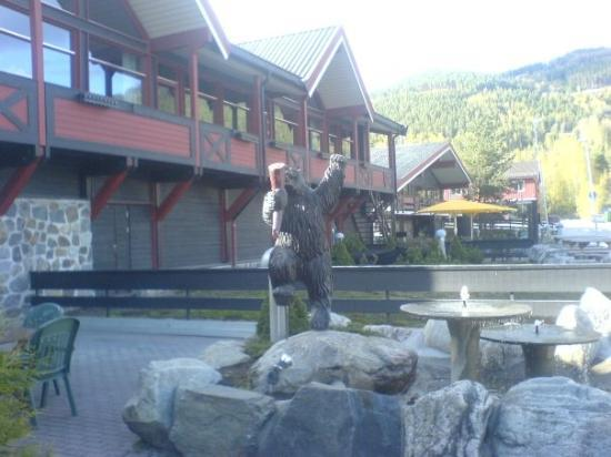 Gol, Norwegen: the front of the hotel! Titta Bamse!