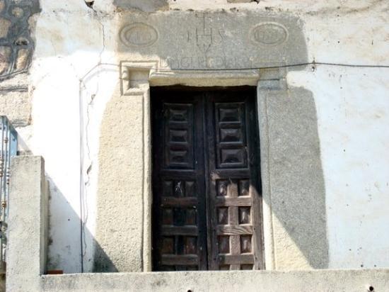 Entrada de la iglesia fotograf a de sartajada provincia for Puerta casa antigua