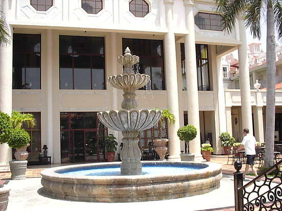 Hotel Riu Palace Riviera Maya: courtyard