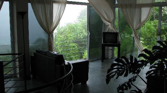 Villa Manuel Antonio: top floor on rainy day