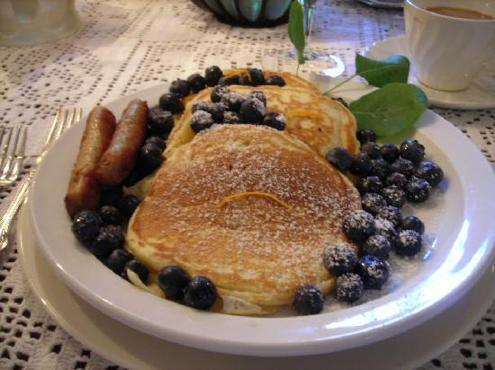 Redwood Croft: pancakes!
