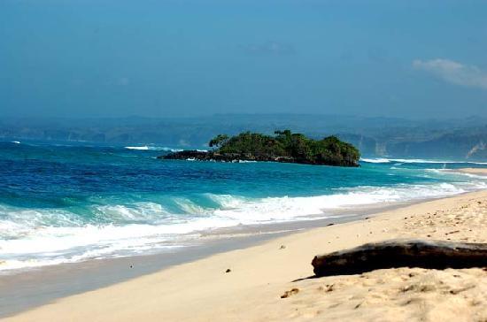 Marosi is the beach 40 KM southern of Waikabubak Town, Sumba Island. Have an amazing scenery .
