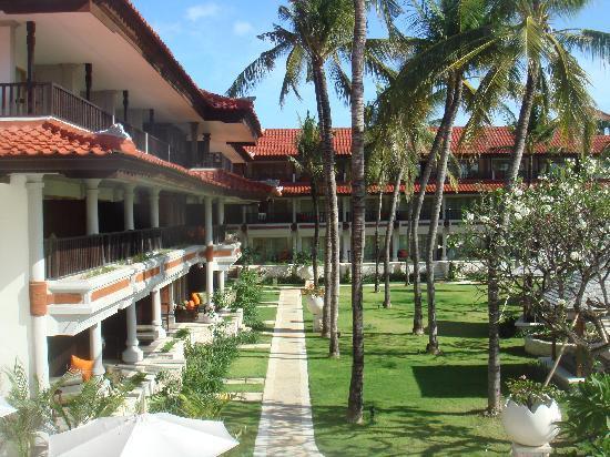 Holiday Inn Resort Baruna Bali: jardin
