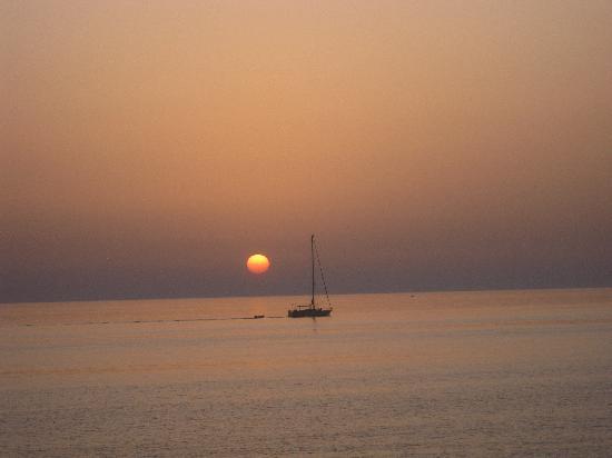 Trevi Village: Trevi...tramonto con barca luglio 2009