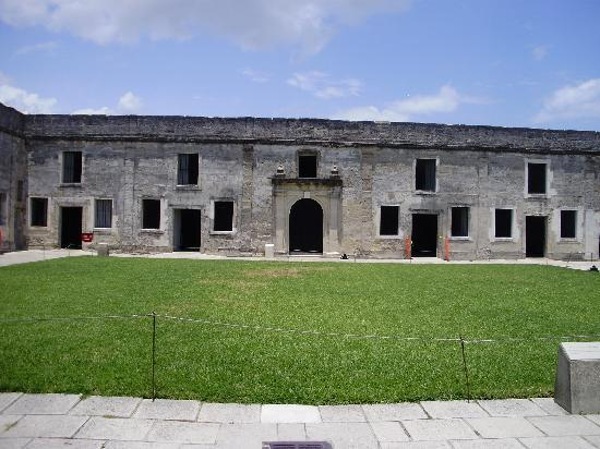 Castillo de San Marcos: View of the fort's inner courtyard