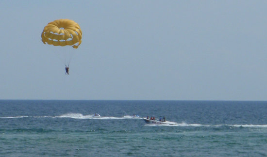 Adventures at Sea : me parasailing