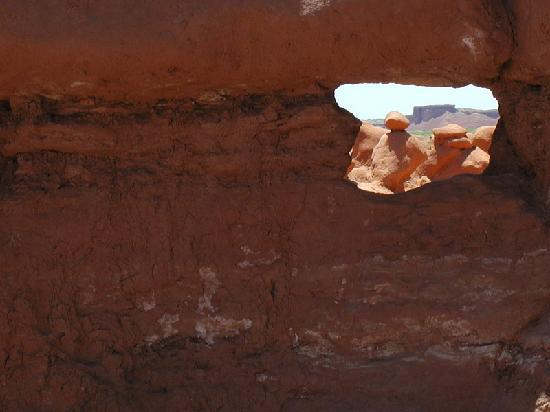 Goblin Valley State Park: Small arch in Goblin Valley