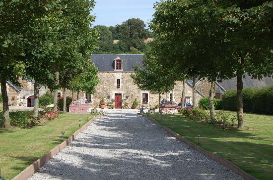 Manoir de la Riviere : Approaching le Manoir