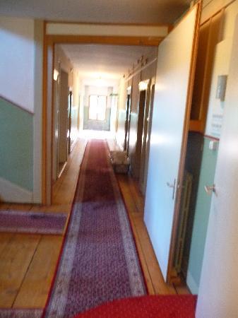 Hotel Staubbach: Corridor on the first floor