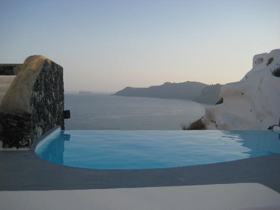 Katikies Hotel: Infinity Pool Outside Our Room