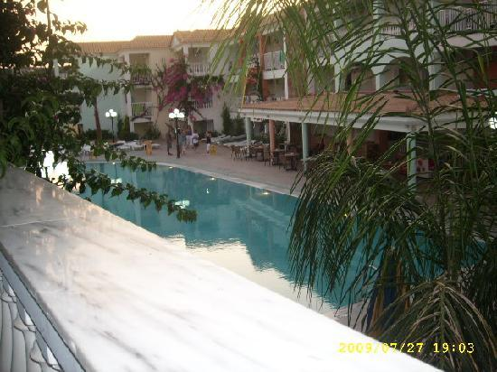 Planos Apart Hotel: my view of the pool