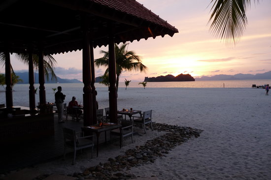 Tanjung Rhu, Малайзия: Beach cafe with wonderful view of the sunset