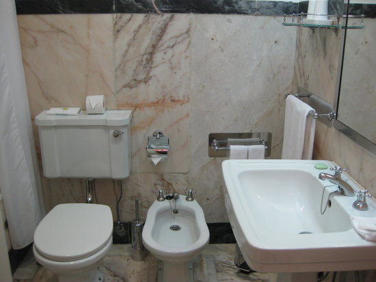Britania Hotel: bathroom with bidet