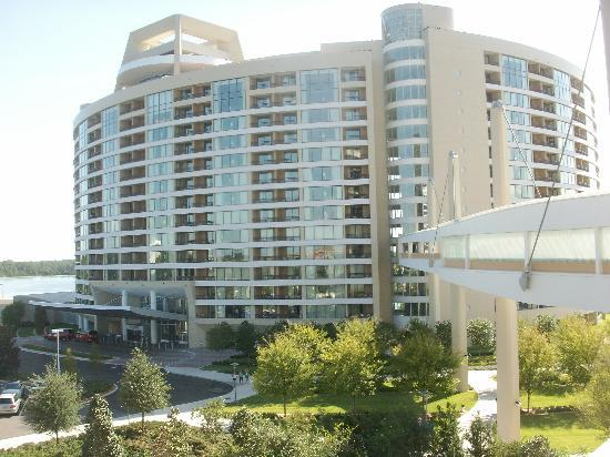 Bay Lake Tower at Disney's Contemporary Resort: Bay Lake Towers (Front)