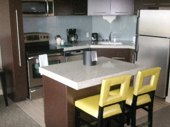 Bay Lake Tower at Disney's Contemporary Resort: Kitchen