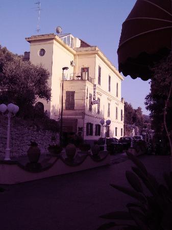 Hotel Villa Pina: The hotel