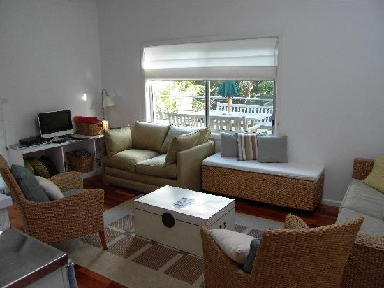 Pandanus Apartments: Living Area