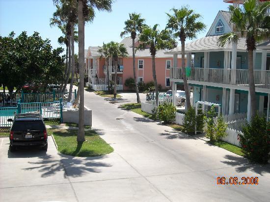 Seashell Village Resort: THE DRIVEWAY