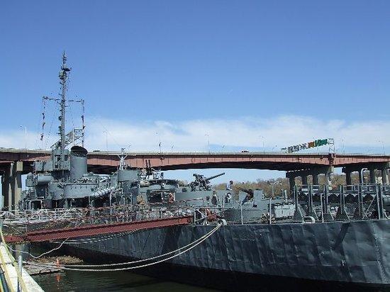 USS Slater DE-766