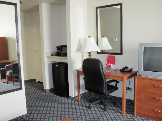 Ramada Marina: Desk, Refrig