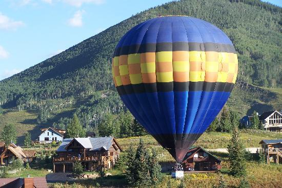 Crested Butte Retreat : ballon from the Retreat