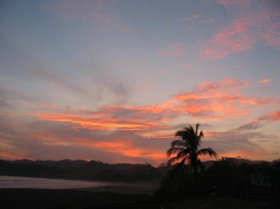 Las Tablas, Panamá: Un bonito atardecer...  Playa Venao ... 11/04/2004. 6:40 p.m ...